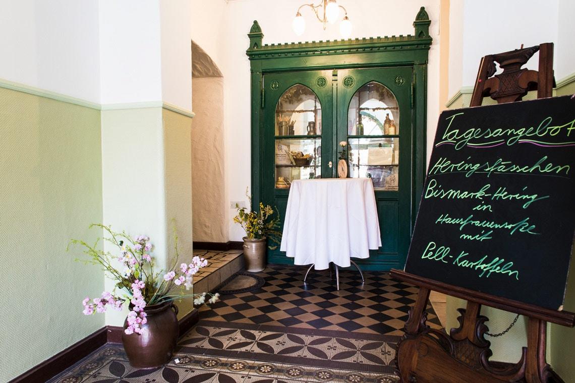 Im Eingangsbereich des Altwernigeröder Kartoffelhauses werden neben täglich die aktuellen Angebote präsentiert.
